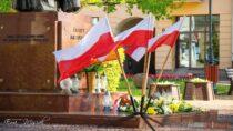 Mieszkańcy Wielunia isamorządowcy uczcili Święto Flagi Rzeczypospolitej Polskiej