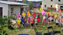 Kolorowe latawce iogromne bańki nawakacyjnych zajęciach wTurowie