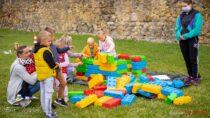 """Mobilny plac zabaw dla dzieci – """"Happy Bus"""" odwiedził Wieluń"""