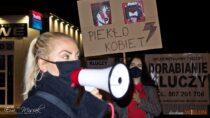 Wieluński protest mężczyzn przeciwko wyrokowi TK przy dźwiękach muzyki