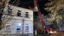 Pożar poddasza budynku wielorodzinnego wmiejscowości Skomlin