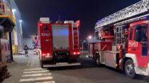 8 zastępów straży gasiło pożar wentylatora wfirmie Wielton