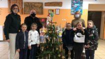 Dzieci przyozdobiły bożonarodzeniowe choinki dowieluńskich instytucji