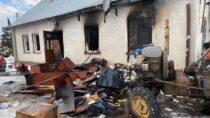 Pożar budynku jednorodzinnego wSkrzynnie. Rodzina zpiątką dzieci niema domu