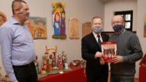 """Wręczono nagrody wkonkursie rzeźbiarskim """"Wieluńskie Boże Narodzenie"""""""