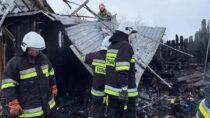 Pięć jednostek straży gasiło pożar szopy wmiejscowości Chotów