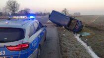WKrzyworzece iOlewinie dwóch kierowców utraciło panowanie nadpojazdem