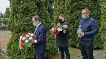 Wieluńscy samorządowcy uczcili pamięć ofiar zbrodni katyńskiej ikatastrofy smoleńskiej