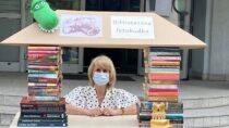 Przy bibliotece miejskiej wWieluniu znalazła się Biblioteczna Fotobudka