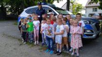Wieluńscy policjanci istrażacy rozmawiali zdziećmi obezpiecznych wakacjach