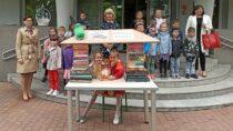 Zokazji Dnia Dziecka wiceburmistrz Wielunia czytała najmłodszym książki