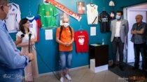 Wbibliotece powiatowej otwarto wystawę piłkarską Andrzeja Mroza