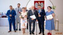 53 parom zGminy Wieluń przyznano medale zadługoletnie pożycie małżeńskie