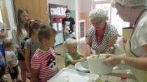 """WFilii Bibliotecznej wRudzie odbyły się wakacyjne warsztaty """"Muffinki babeczki zfantazją"""""""