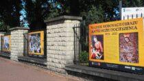"""Wystawa plenerowa """"50-lecie koronacji obrazu Matki Bożej Pocieszenia 1971 – 2021"""""""