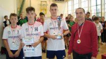 Reprezentantki SP Strugi ireprezentanci SP Biała zwycięzcami Mistrzostw Powiatu Wieluńskiego wTenisie Stołowym