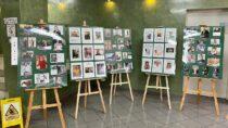 Wbibliotece miejskiej otwarto wystawę 800 autografów